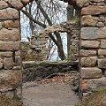 Mury Zamku Bolczów w jesiennej tonacji.. #Bolczów #jesień #kot #RudawyJanowickie #ruiny