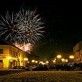 #Rzeszów #fajerwerki #rynek #sylwester #miasto #domy #noc #budynki #blask #światła #strzał #SztuczneOgnie