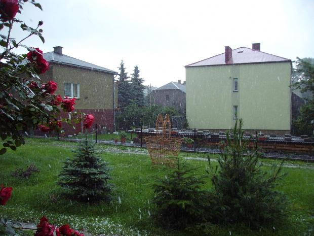 Gradobicie u Ulewa Osiek/K.Olkusza #grad #gradobicie #ulewa #zjawisko #natura #burza #żeki #zalew #powódź #woda #deszczówka #deszcz #lód #kulki