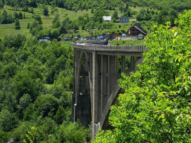 most nad rzeką Tarą-