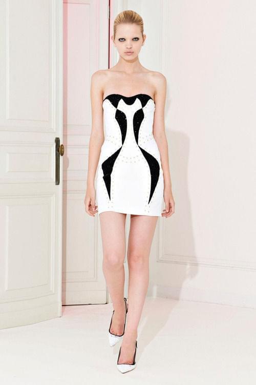 modna biała sukienka