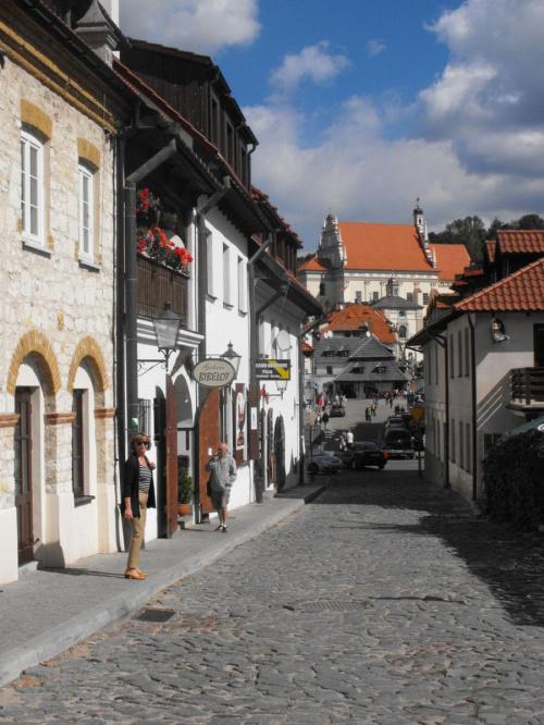 Kazimierz Dolny z uwagi na atrakcyjne położenie, bogatą historię, niepowtarzalny krajobraz ze średniowiecznym układem urbanistycznym, wspaniałą architekturą i dobre warunki klimatyczne - jest znany w #Kazimierz #KazimierzDolny