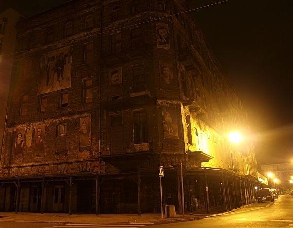#Warszawa #Wola #Centrum #Grzybowski #mgła #plac #architektura #tramwaj #zabytkowa #stara #cegła #noc #lampy #olympus