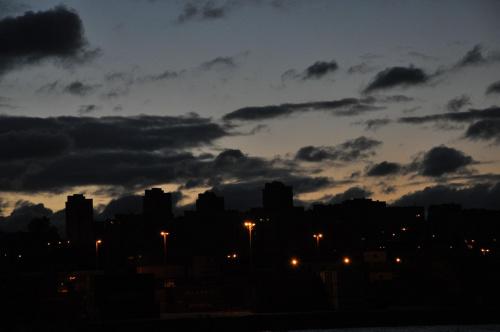Jeszcze ciemno, a już jasno... #wschód #noc #poranek #chmurki #niebo