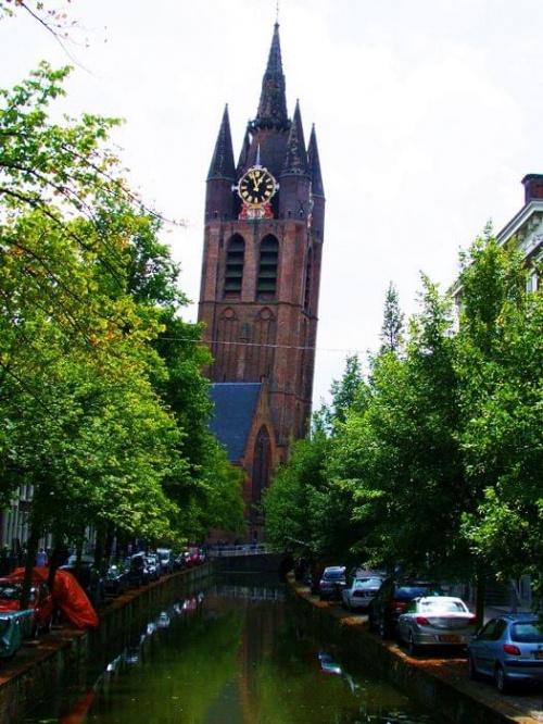 Kosciuł w Delft,To zdiecie nie jest krzywe!!!