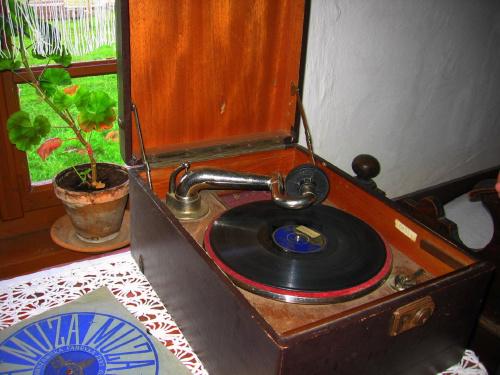 ..Stary gramofon gra.....