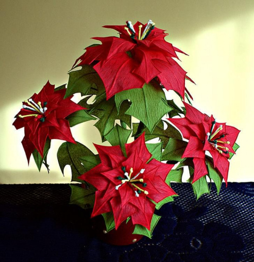 Poisencja #bibuła #dekoracje #hobby #KompozycjeKwiatowe #krepina #KwiatyZBibuły #MojePrace #pomysły #RobótkiRęczne