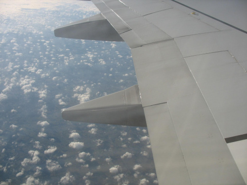 Lot nad chmurami i we mgle #samolot #lot #chmury #skrzydło #ziemia #widoki #MgłaNadChmurami
